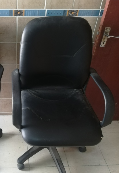 Used Office chair Revolving Type in Dubai, UAE