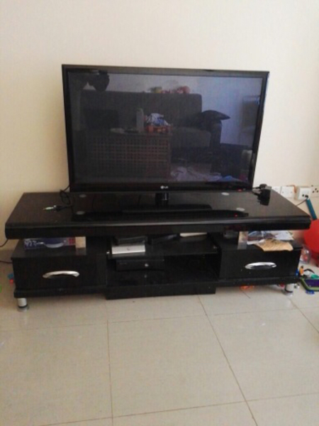 Used LG 42 inch TV with TV stand in Dubai, UAE