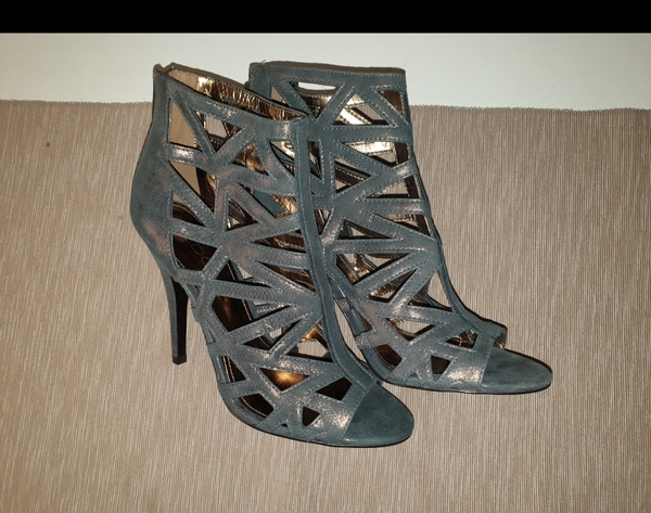 Used High heels size 38 in Dubai, UAE