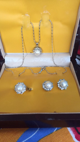 Used Never worn silver pearl set with ring in Dubai, UAE