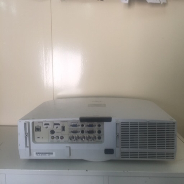 Used Advance professional projector in Dubai, UAE