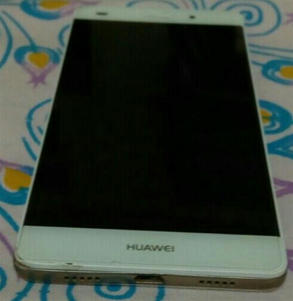 Used Huawei P8 Lite With Original Samsung Charger Only Screen Glass Have A Crack But Lcd Works Fine in Dubai, UAE