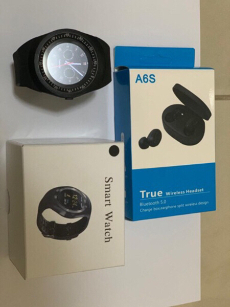 Used Sw6 smart watch and A6s wireless Airpods in Dubai, UAE