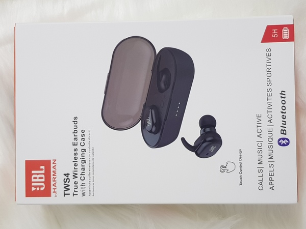 Used JbL Earbuds TWS 4 new blackk in Dubai, UAE