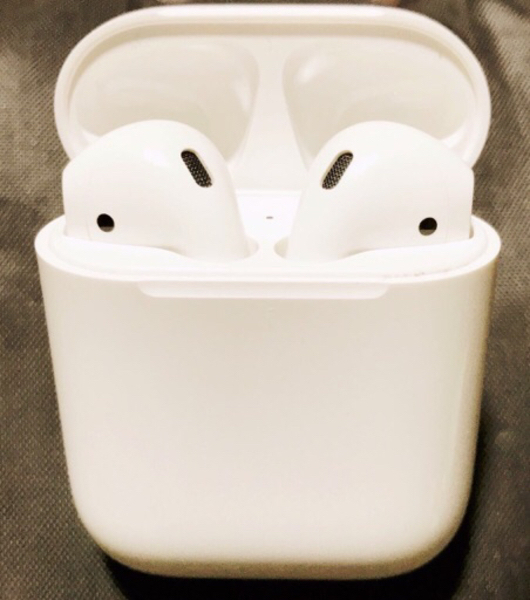 Used Apple AirPods  sale in Dubai, UAE