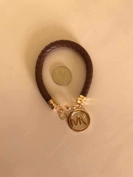 Used Trendy designed bracelet -  in Dubai, UAE