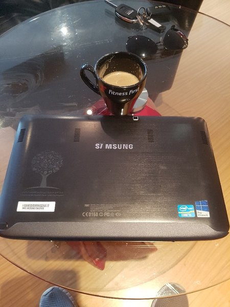 Used Samsung 2 in 1 corei5 laptop n tablet in Dubai, UAE