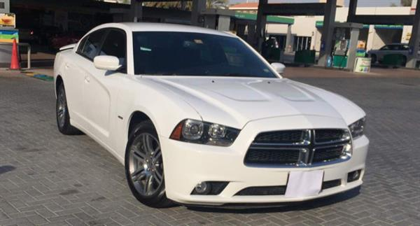 Used Dodge Charger 5.7 Ltr R/T HEMI , white , very well maintained , service history , Full Company Warranty till 2018 December , Service Contract till 110,000 Km including Major services , New Tyres , Rear Spoiler and parking sensors . in Dubai, UAE