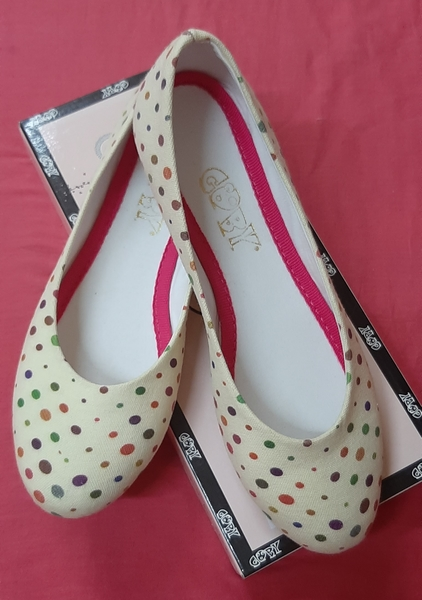 Used Ladies flat shoes, 40 ! in Dubai, UAE