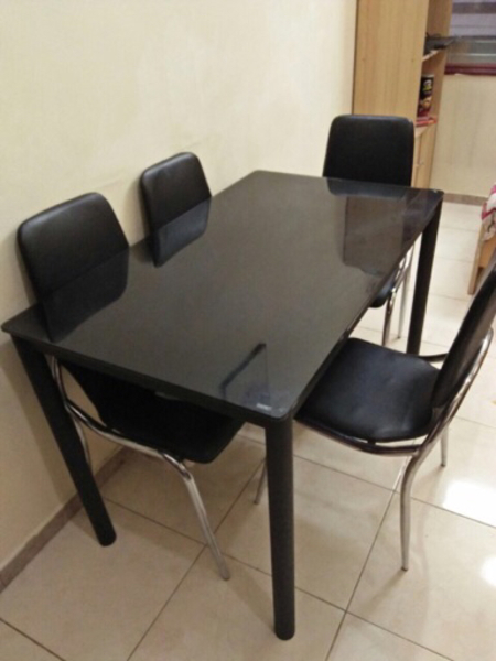 Used Dinning table with chairs in Dubai, UAE