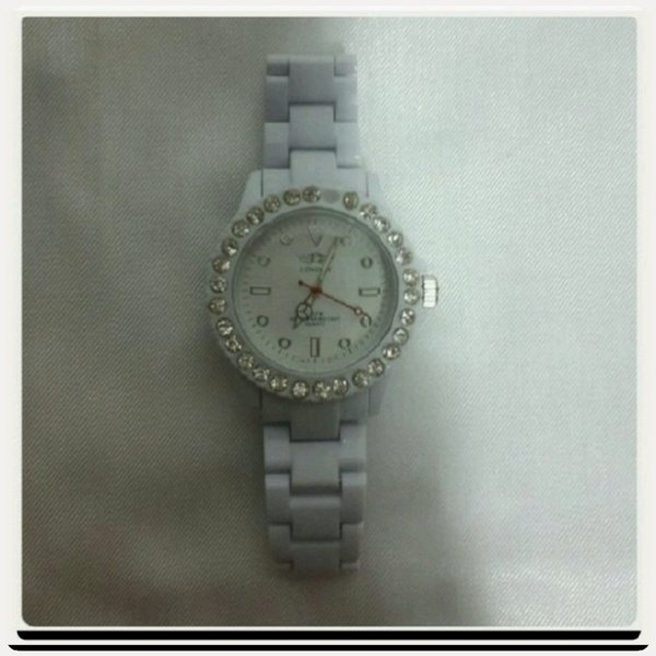 Used Watch London white color for Her.. in Dubai, UAE