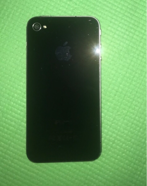 Used I phone 4 ,32gb with charger in Dubai, UAE