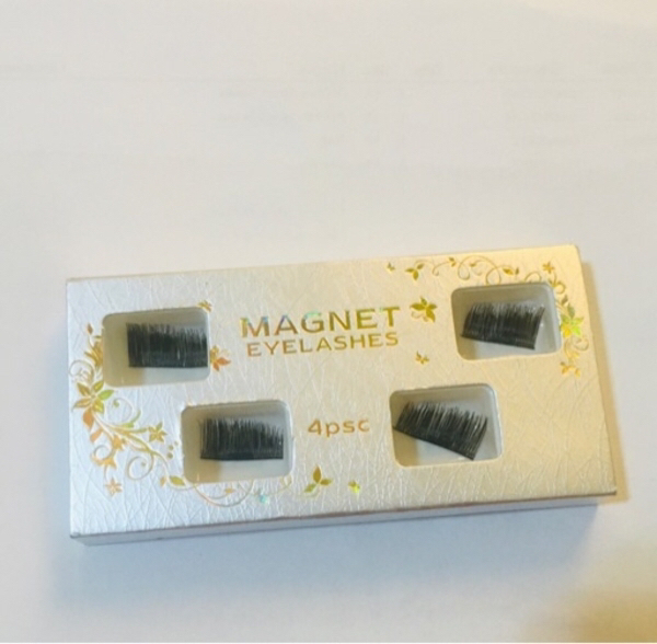 Used 🎁(Magnet Eyelashes+whitening  pen) in Dubai, UAE