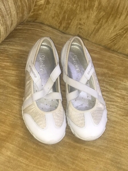 Used Aunthentic Skechers shoes 😍😍😍 60 aed in Dubai, UAE