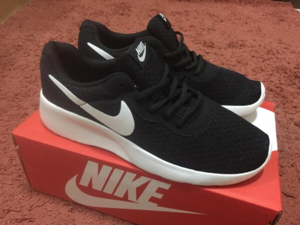 Used New mens nike shoes class A ( size 40) in Dubai, UAE