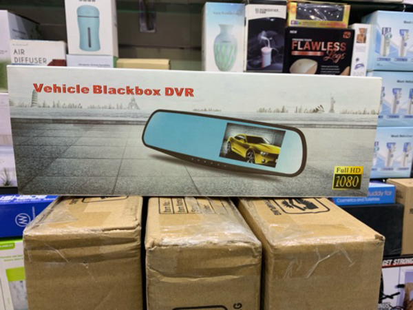 Used Car mirror with wireless backup camera in Dubai, UAE