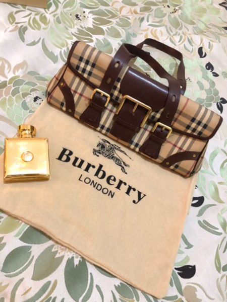 Used Burberry authentic bag excellent  in Dubai, UAE