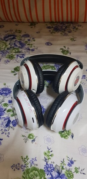 Used Headphone 2 Pcs White Colour in Dubai, UAE