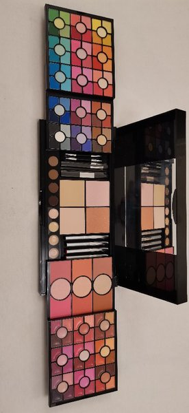 Used New Mikyajy set(makeup and small mirror) in Dubai, UAE