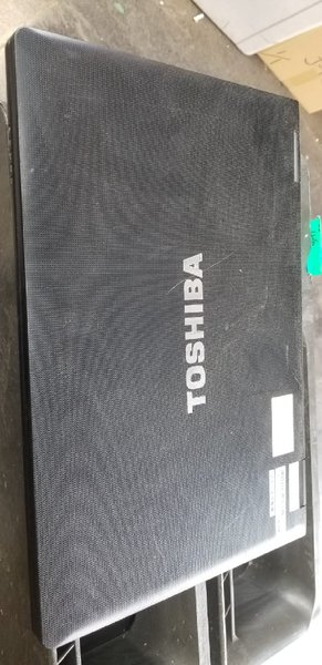 Used Toshiba laptop Celeron 3rd generation300 in Dubai, UAE