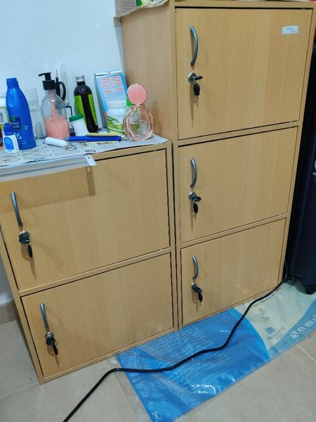 Used Storage Drawer set(2 pieces/5 cabinets) in Dubai, UAE