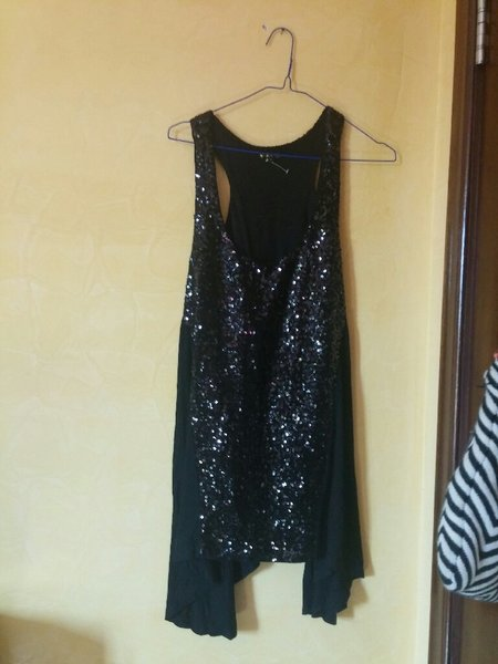 Used Black sequin xl large top in Dubai, UAE