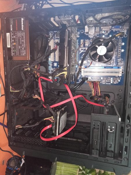 Used Full pc + monitor + mouse and keyboard in Dubai, UAE