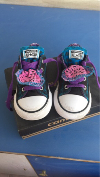 Used Original converse girls shoes size UK 8  in Dubai, UAE