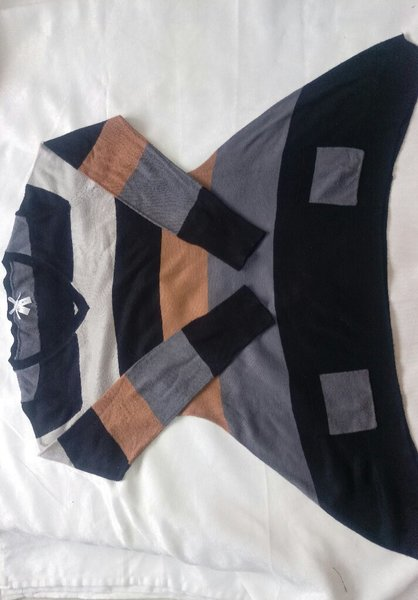 Used Stylish sweater like new in Dubai, UAE