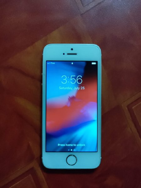 Used iPhone 5s 64 gb in Dubai, UAE