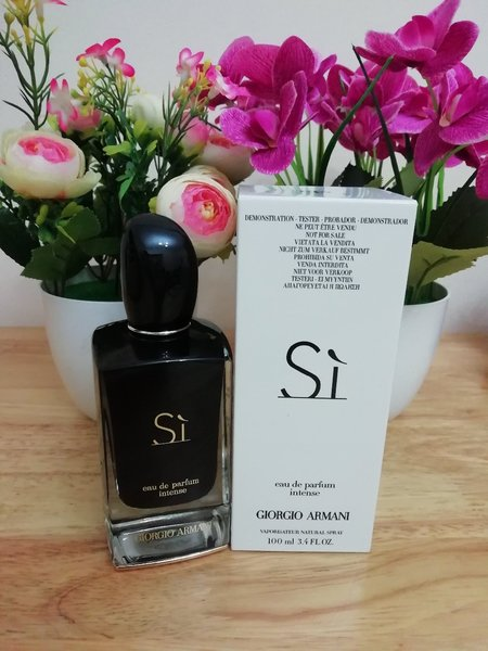 Used Armani si Intense perfume for women in Dubai, UAE