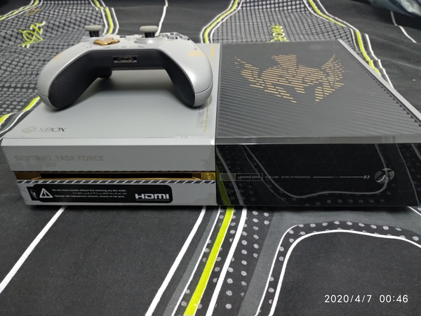 Used Xbox one Limited edition+Controller+game in Dubai, UAE