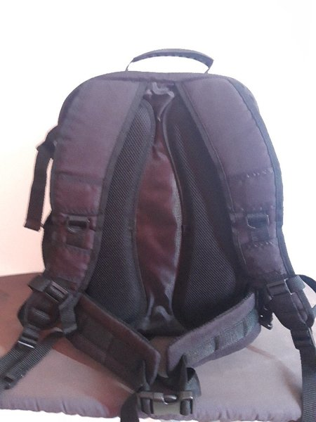 Used DSLR camera and laptop bag new in Dubai, UAE