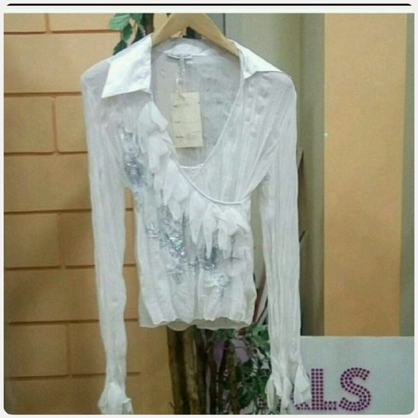 Used White long sleeve blouse small size in Dubai, UAE