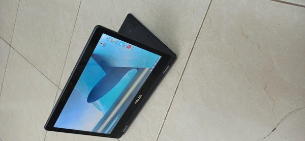Used Asus touch screen laptop almost new in Dubai, UAE