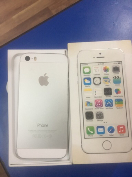 Used 🎉🥇❤️Iphone 5s 64 gb silver. With 📦  in Dubai, UAE