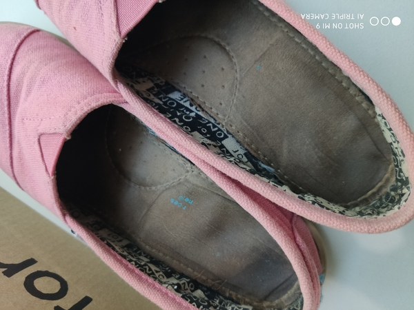 Used TOMS Pink Shoes in Dubai, UAE