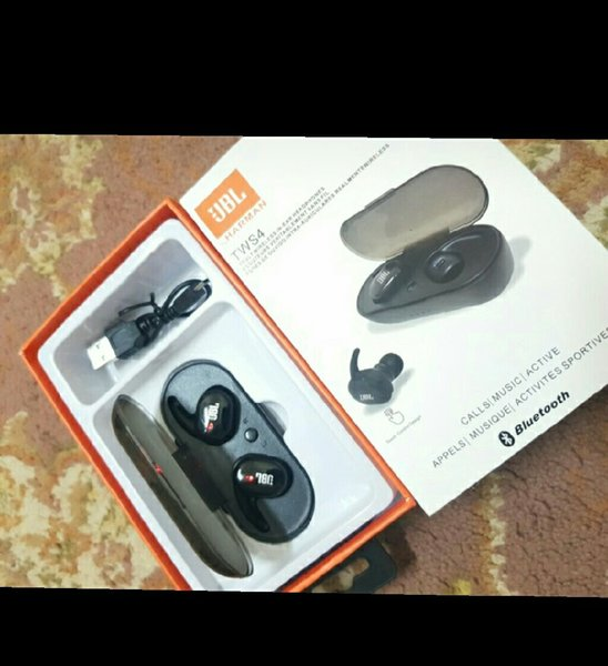 Used High based quality sound airpods in Dubai, UAE