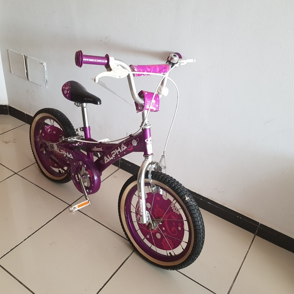 Used Girl bycicle 8-12 years old in Dubai, UAE