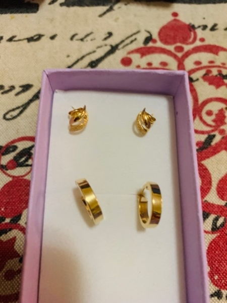 Used 18k gold earrings in Dubai, UAE