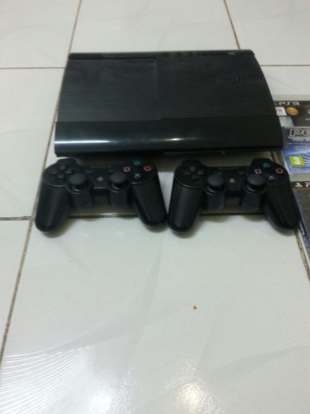 Used ps3 with 6 cd in Dubai, UAE