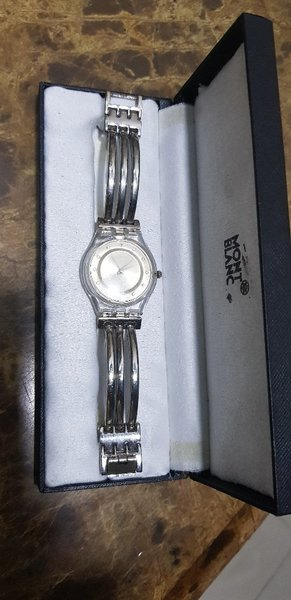 Used swatch copy ladies no battery in Dubai, UAE