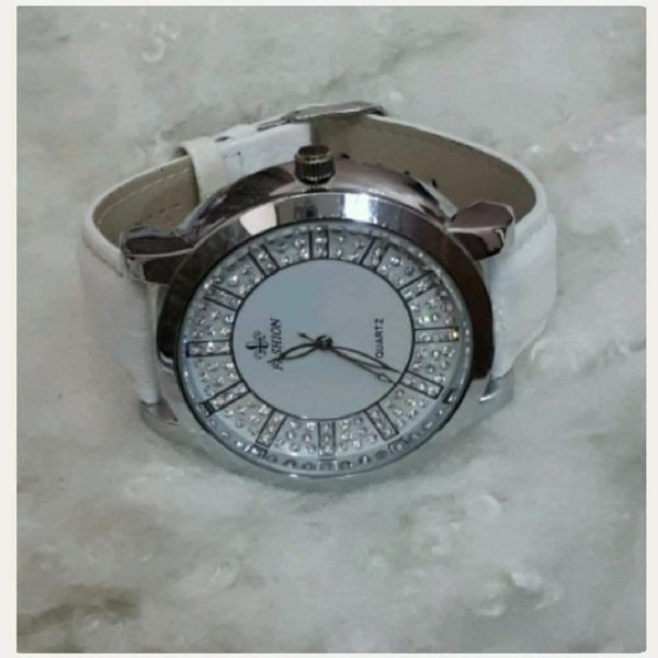 Used White watch big size for girl in Dubai, UAE