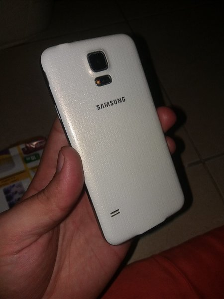 Used Samsung S5 With Changer and Headphone in Dubai, UAE