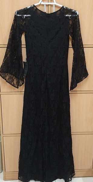 Used Long dress for her, US size 4 in Dubai, UAE