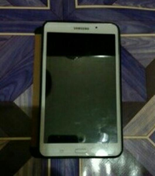 Used Samsung Tab4 Almost New But Need To Reformat Because Its Automaticaly Download App in Dubai, UAE