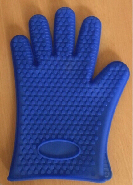Used 2 silicon gloves,spatula and moulds in Dubai, UAE