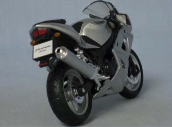 Used Original Welly 1:18 Triumph 600 model in Dubai, UAE