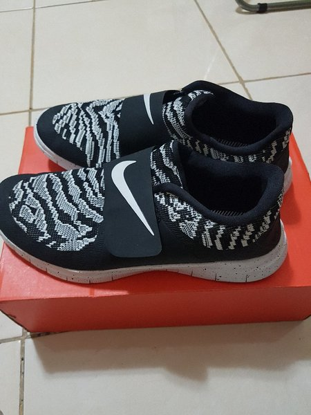 Used nike free socfly pa size US 9.5 men in Dubai, UAE