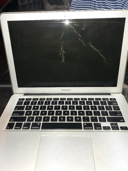 Used mackbook i5 in Dubai, UAE